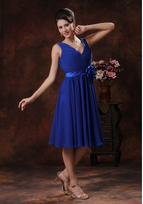 Blue V-neck Bridesmaid Dress With Flowers and Ruch Derocate