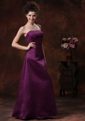 Affordable Column / Sheath Strapless Taffeta Bridesmaid Dress Purple Ruffles