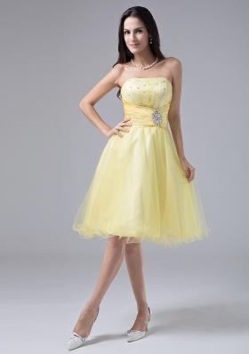 2013 Light Yellow Sweet Prom Dress With Beaded Decorate and Ruch Strapless Organza