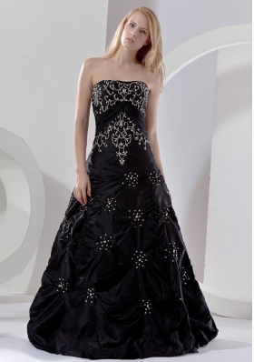 Embroidery With Beading Decorate Bodice Black Taffeta Floor-length 2013 Prom Dress