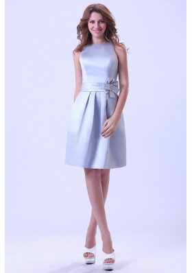 Bateau Silver Bridesmaid Dresses With Hand Made Flower Knee-length