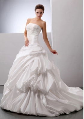 Luxurious Wedding Gowns With Pick-ups Appliques Decorate Bust For Wedding Party In 2013