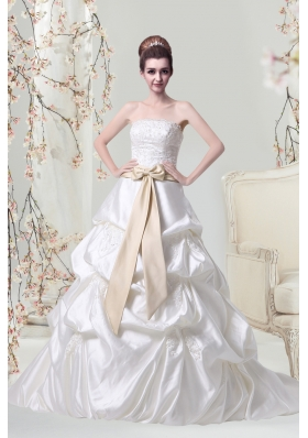 Princess Court Train Strapless Wedding Dresses with Appliques