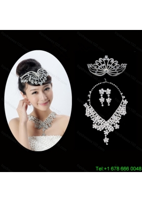 Dignified Rhinestone DreamlikeJewelry Set Including Necklace Tiara