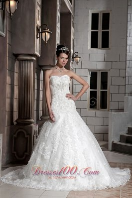 Beautiful A-line Sweetheart Chapel Train Lace Beading Wedding Dress