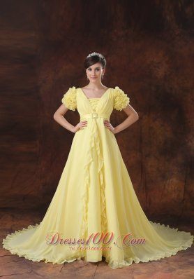 Yellow Plugging Neck Short Sleeves Flowers Decorate Wedding Dress