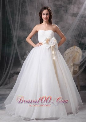 Pretty A-line Strapless Floor-length Taffeta and Organza Hand Made Flower Wedding Dress