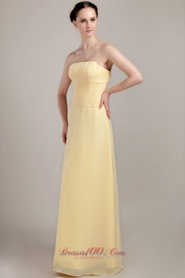 Cheap Light Yellow Column / Sheath Strapless Floor-length Chiffon Ruch Bridesmaid Dress