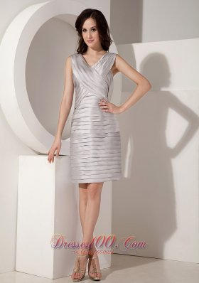 Discount Sexy Silver Mother Of The Bride Dress Column V-neck Taffeta Pleats Knee-length