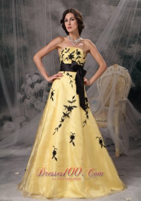 2013 Beautiful Yellow And Black A-line Prom Dress Strapless Appliques Floor-length