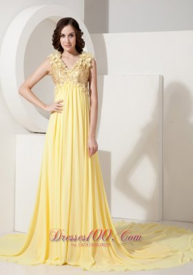 Plus Size Perfect Light Yellow Empire Evening Dress V-neck Chiffon Hand Flowers Court Train