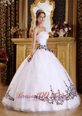 Popular Discount White Quinceanera Dress Strapless Tulle Embroidery Ball Gown