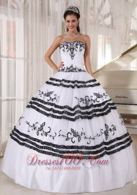 Discount Impression White and Black Quinceanera Dress Sweetheart Floor-length Tulle Embroidery Ball Gown