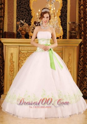 Discount White Quinceanera Dress Strapless Organza Appliques Ball Gown Pretty