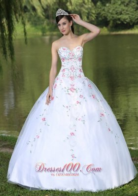 Sweetheart Organza Quinceanera Dress For Sweet 16 With Appliques Decorate Pretty