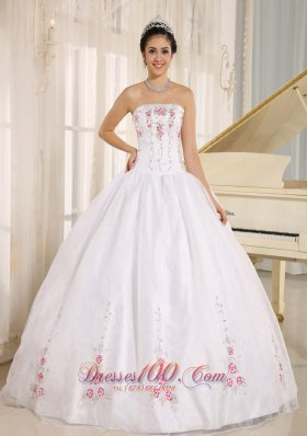 2013 White Embroidery Quinceanera Dress For Custom Made In Kahului City Hawaii Pretty