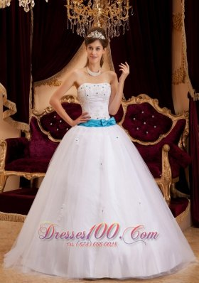 Cheap Fashionable White Quinceanera Dress Strapless Satin Appliques Ball Gown