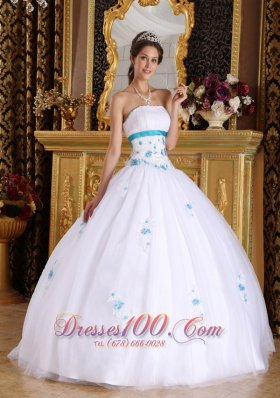 Cheap Vintage White Sweet 16 Dress Strapless Satin and Tulle Appliques Ball Gown