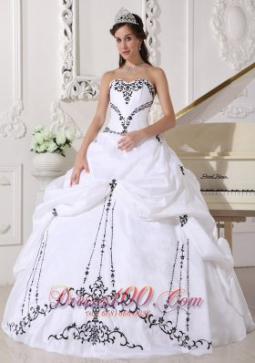 Cheap Lovely White Quinceanera Dress Sweetheart Satin and Taffeta Embroidery Ball Gown