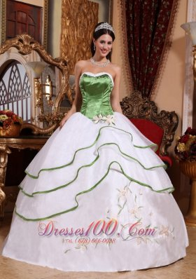 Cheap Cheap Spring Green and White Quinceanera Dress Strapless Organza Embroidery Ball Gown