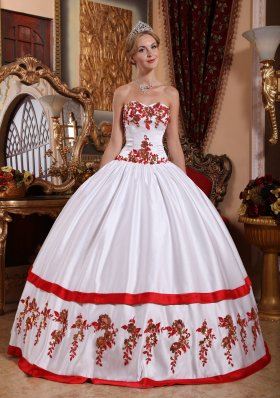 Cheap Gorgeous White Quinceanera Dress Sweetheart Taffeta Appliques Ball Gown