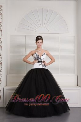 Cheap Modest Black and White Ball Gown V-neck Quinceanera Dress Tulle Embroidery Floor-length