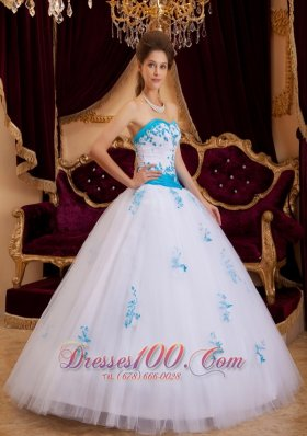 White A-line / Princess Sweetheart Floor-length Tulle Appliques Quinceanera Dress  for Sweet 16