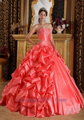 Elegant Watermelon Quinceanera Dress Sweetheart Taffeta Emboridery and Beading Ball Gown