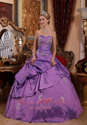 Puffy Brand New Lavender Sweet 16 Dress Sweetheart Taffeta Appliques Ball Gown