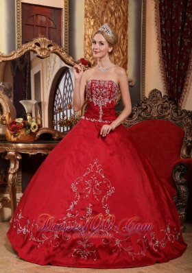Puffy Pretty Wine Red Quinceanera Dress Strapless Satin Embroidery Ball Gown