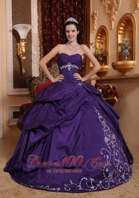Puffy Elegant Purple Quinceanera Dress Sweetheart Taffeta Embroidery Ball Gown