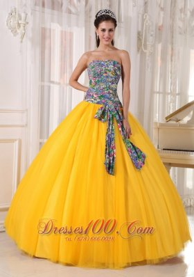 2013 Pretty Golden Yellow Quinceanera Dress Strapless Tulle and Printing Sequins Ball Gown