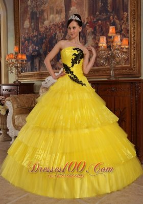 2013 Beautiful Yellow Quinceanera Dress Strapless Organza Appliques Ball Gown