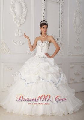 2013 Beautiful White Quinceanera Dress Sweetheart Organza and Taffeta Beading Ball Gown