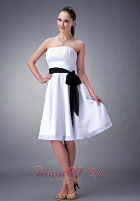 White A-line / Princess Strapless Knee-length Chiffon Sash Bridesmaid Dress