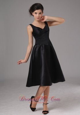 Simple Black Bridesmaid Dress With Straps Knee Length
