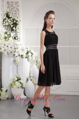 Black Empire Scoop Knee-length Chiffon Beading Bridesmaid Dress