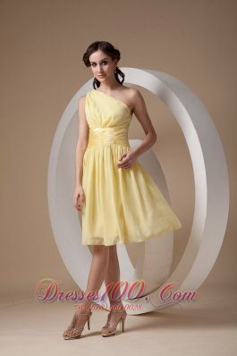 Custom Made Light Yellow Cocktail Dress Column / Sheath One Shoulder Chiffon Ruch Knee-length  Dama Dresses