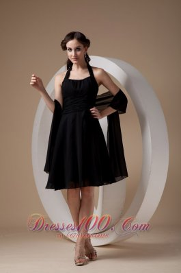 Popular Black Cocktail Dress Column / Sheath Halter Chiffon Ruch Knee-length  Dama Dresses