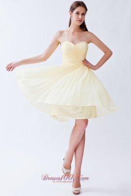 Light Yellow Empire Sweetheart Knee-length Chiffon Pleats Bridesmaid Dress  Dama Dresses