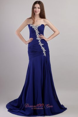 Formal Blue Sheath / Column Sweetheart Chapel Train Chiffon Appliques Prom Dress