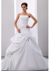 Simple Strapless Pick-ups and Appliques Wedding Dress With Taffeta For Wedding Party