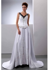 Embroidery A-Line / Princess V-Neck Wedding Dress Court Train Satin