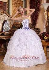 Cheap Simple White Quinceanera Dress Strapless Organza Beading Ball Gown