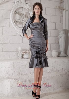 Popular Pretty Grey Mother of the Bride Dress Column Strapless Hand Made Flowers and Ruch Knee-length Taffeta