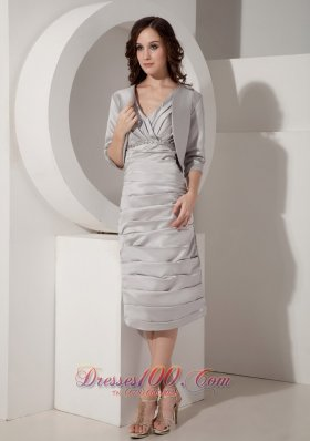 Discount Gray Column / Sheath V-Neck Mother of the Bride Dress Taffeta Ruched Tea-length