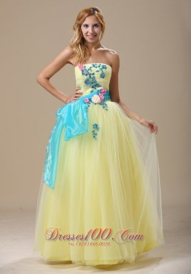2013 Light Yellow Appliques and Ruched Bodice For 2013 Prom Dress In Denver With Sash