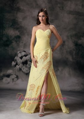 2013 Yellow Column / Sheath Sweetheart Elegant Prom Dress Chiffon Beading