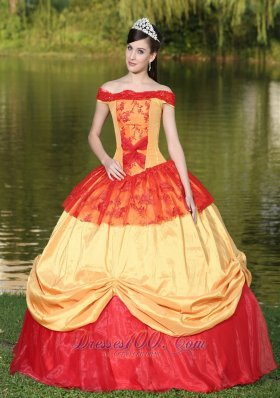 2013 Colorful Off The Shoulder Neckline For Quinceanera Dress With Appliques